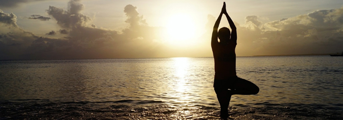 The Incredible Perks of Beach Yoga